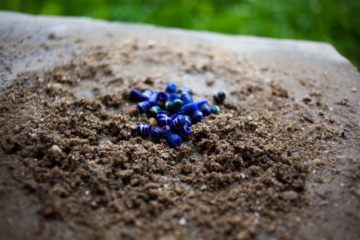 beads-in-sand
