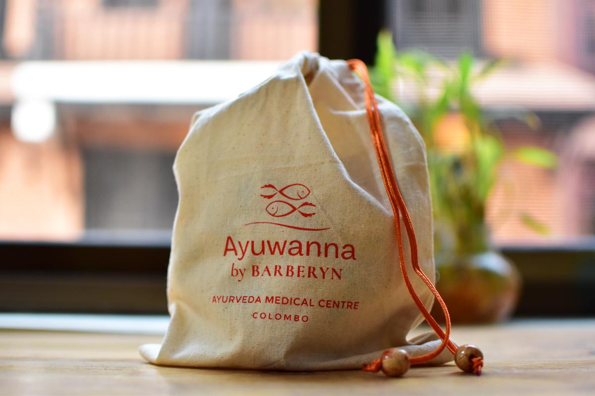 Ayuwanna-pouch_2